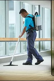 servicemaster clean worker cleaning carpet